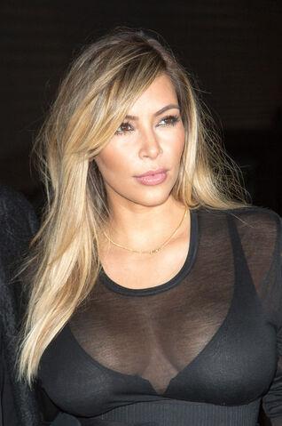 File:Kim-kardashian-blond-hair-color-paris-fashion-week-h724.jpg