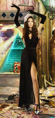 File:Kendall-jenner-kardashian-family-christmas-card.jpg