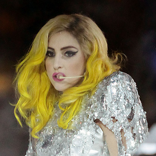 Lady Gaga performing while sporting yellow hair, soon after Kerli's Kyte chat