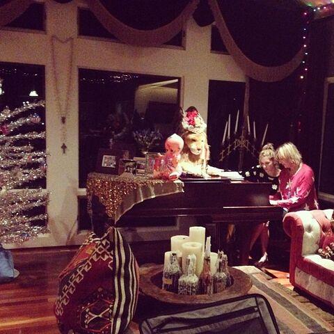File:Kesha's instagram 1 2014.jpg