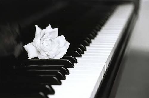 File:Piano.jpeg
