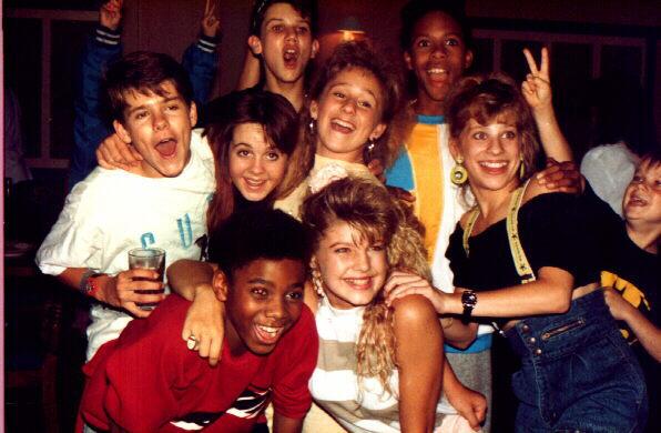 File:1989 ensemble cast on set 4 from DeniseF.jpg