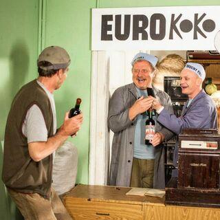 Badura rozmawia z Ferdkiem i Waldkiem na temat ceny artykułów.