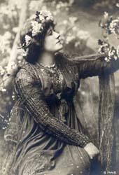 Ellen Terry as Guinevere costume by Burne-Jones