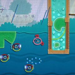 Kirby con forma de submarino en el agua junto a varios Fugur.