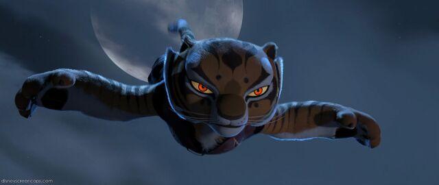 File:Tigress-in-air.jpg