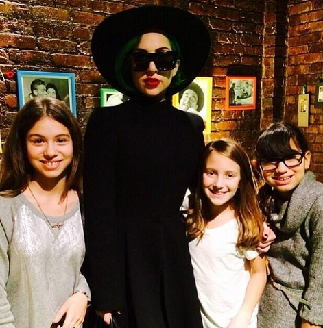 File:12-21-13 With fans in Chicago 001.png