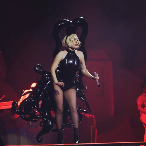 File:5-26-14 Paparazzi - artRAVE The ARTPOP Ball Tour 002.png