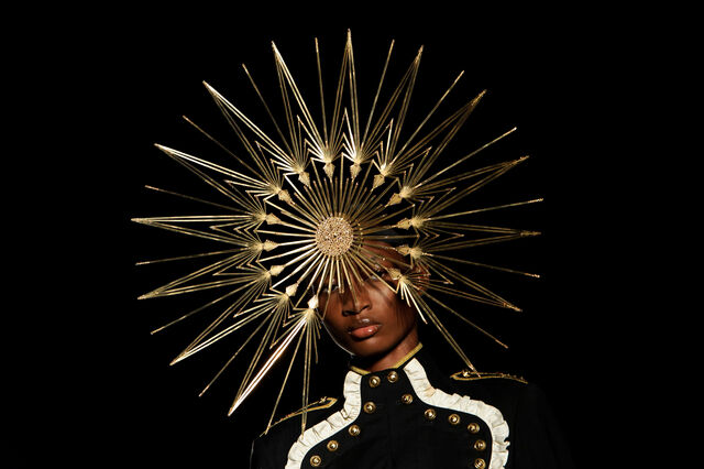 File:Philip Treacy - Spring 2013 RTW Collection.jpg