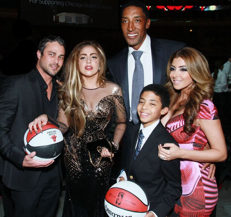 File:1-8-13 Attends Bulls Annual Charity Dinner 004.jpg
