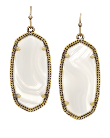 File:Kendra Scott - ''Elle'' earrings brass white banded agate.png
