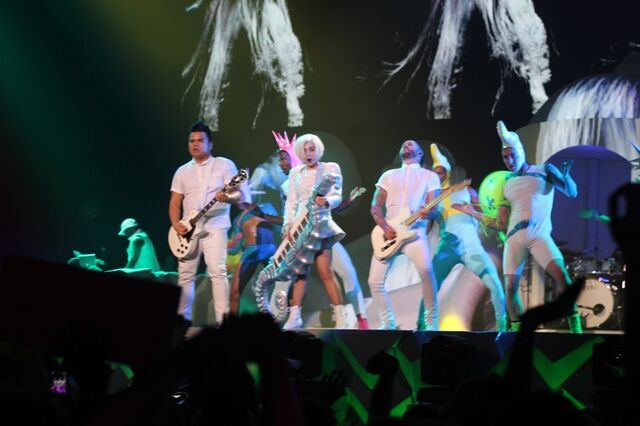 File:5-6-14 Just Dance - artRAVE The ARTPOP Ball 001.jpg