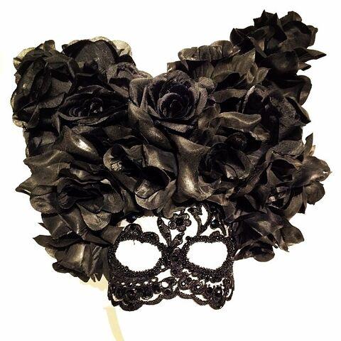 File:Theresa Dapra - Roses headpiece.jpg