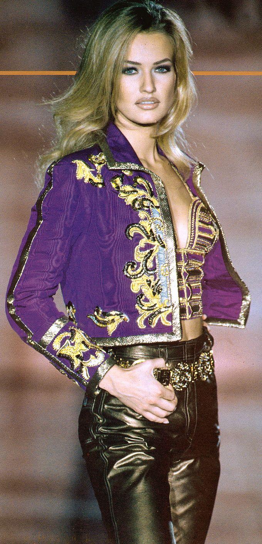 File:Gianni-versace-atelier-ss-1992-jacket-profile.jpg