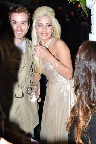 File:1-23-14 Arriving at Chateau Marmont Hotel in LA 002.jpg