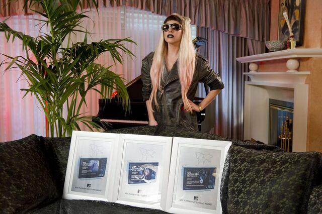 File:3-31-11 MTV Platinum Video Play Awards.jpg