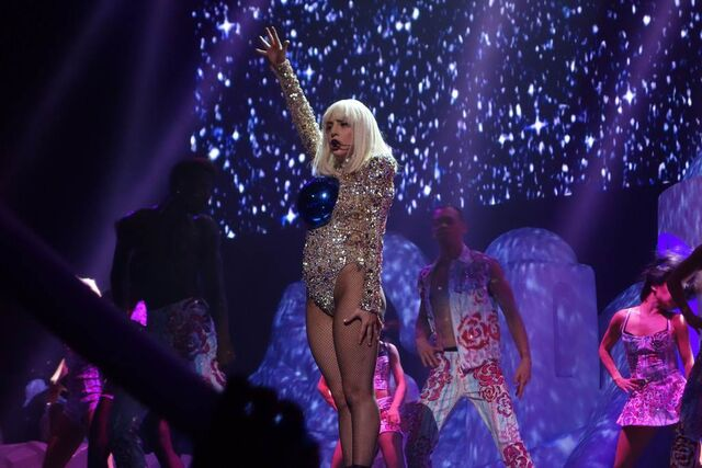 File:5-4-14 Donatella - artRAVE The ARTPOP Ball Tour 002.jpg
