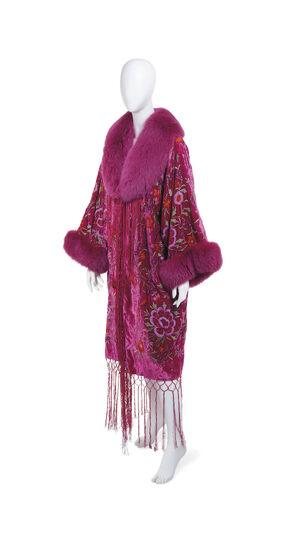 File:Adrienne Landau kimono coat.jpg