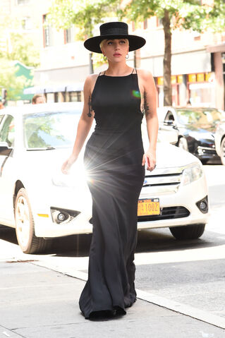 File:8-3-16 Arriving at Electric Lady Studios in NYC 001.jpg