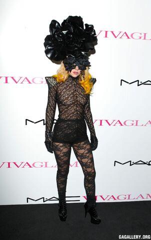 File:3-1-10 Mac Viva Glam Launch at Il Bottaccio in London - Black Carpet 001.jpg