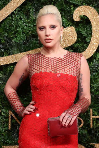 File:11-23-15 Red Carpet at The British Fashion Awards at London Coliseum 002.jpg
