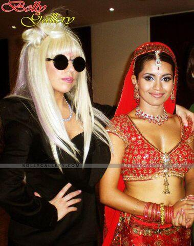 File:2-7-09 At Bharati Show in Paris 002.jpg