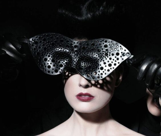 File:Paul Seville & Alex Wek x Coco de Mer - Leather bubble mask.jpg