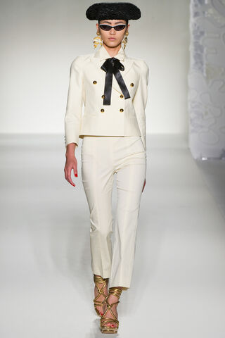 File:Moschino Spring Summer 2012 RTW Collection - White dress suit.jpg