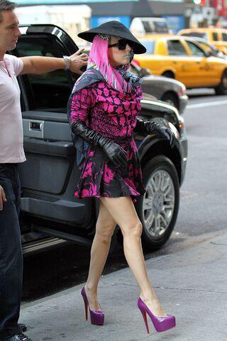 File:Lady-Gaga-Unique-Fashion-In-New-York-2011-394x588.jpg