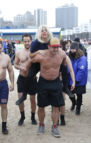 File:3-1-15 Arriving at 15th Polar Plunge on North Avenue Beach in Chicago 001.jpg