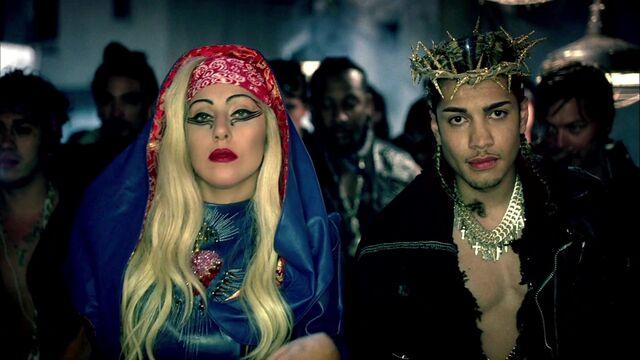 File:Lady Gaga - Judas 207.jpg