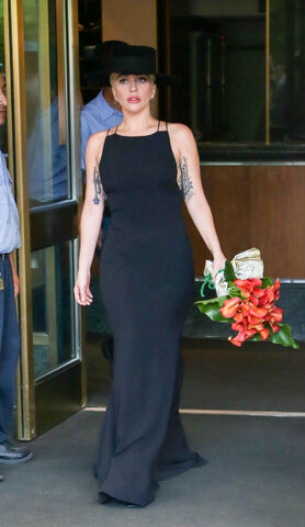 File:8-3-16 Leaving her apartment in NYC 001.jpg