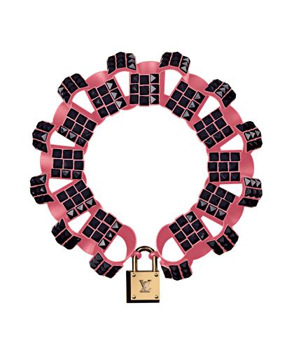 File:Louis Vuitton Fall 2009 Chain Daisy Necklace.jpg