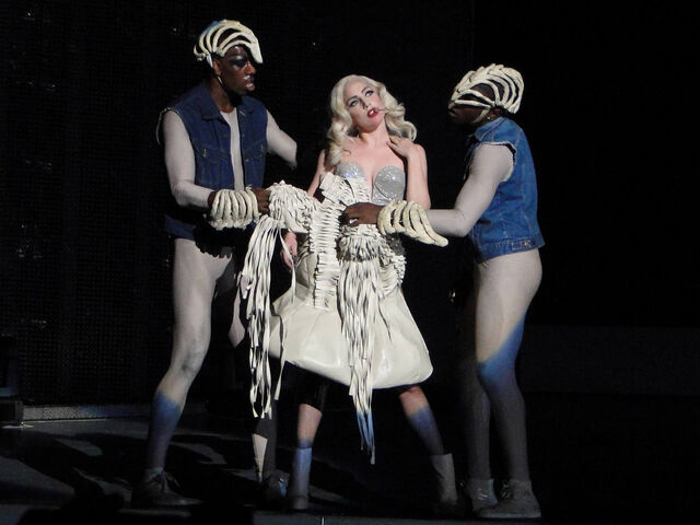 File:The Monster Ball Theater LoveGame 009.jpg