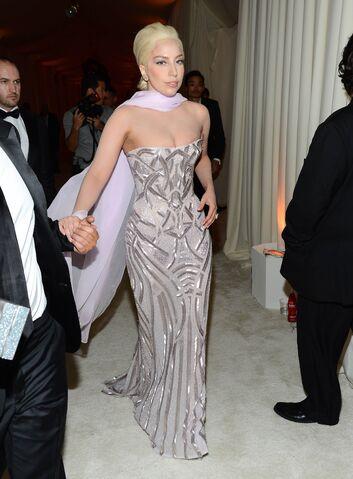 File:3-2-14 At The Oscars Elton John's White Carpet 004.jpg