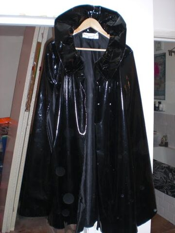 File:House of Blueeyes Fall Winter 2009 Black cape.jpg