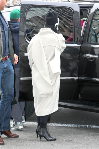 File:3-23-14 Arriving at her apartment 001.jpg