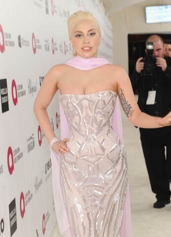 File:3-2-14 At The Oscars Elton John's White Carpet 002.jpg