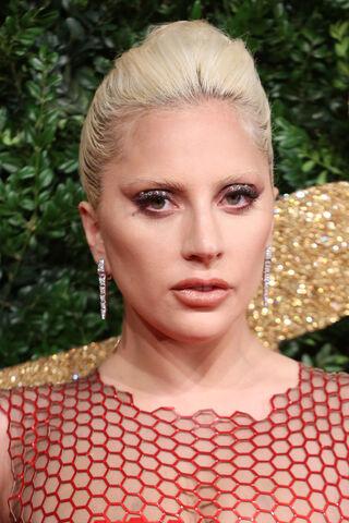 File:11-23-15 Red Carpet at The British Fashion Awards at London Coliseum 003.jpg