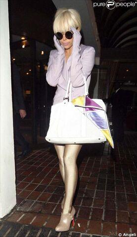 File:2-4-09 Leaving Marriott Hotel in London 001.jpg