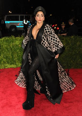 File:5-4-15 Red carpet at 2015 Met Gala in NYC 005.JPG