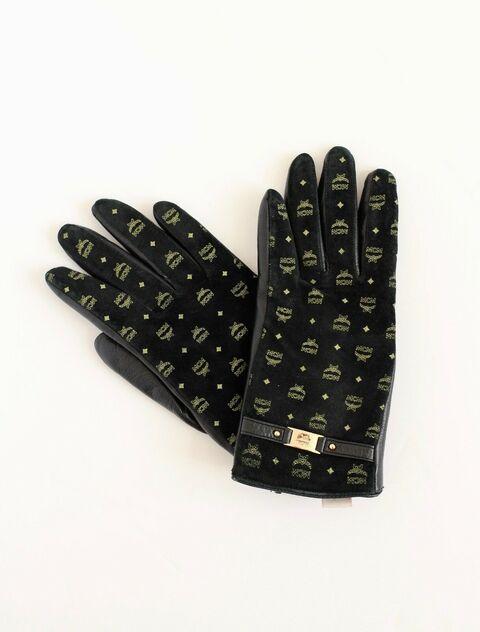 File:MCM - Brown gloves.jpg