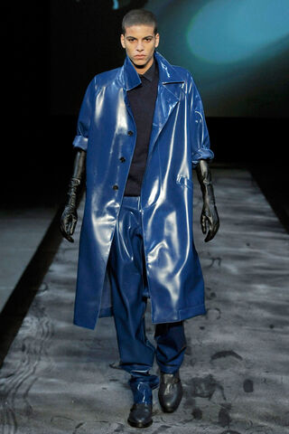 File:Thierry-mugler-fall-2011-mens-latex-coat-profile.jpg