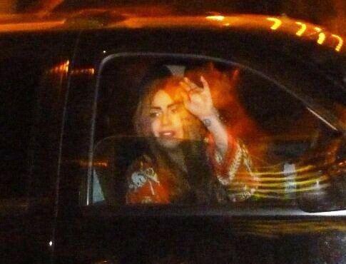 File:2-11-13 Leaving her concert 001.jpg