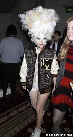 File:2-16-10 Arriving at Mandarin Oriental Hotel in London 001.jpg