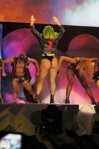File:10-23-14 Aura artRAVE the ARTPOP ball 002.jpg