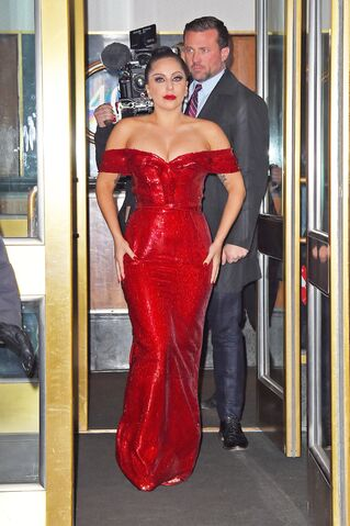 File:12-4-14 Leaving her apartment in NYC 001.JPG