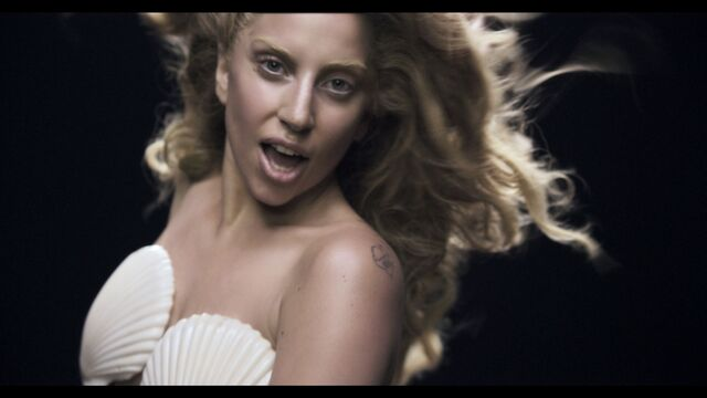 File:Applause Music Video 052.jpg