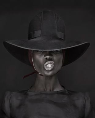 File:Irene Bussemaker black hat.png