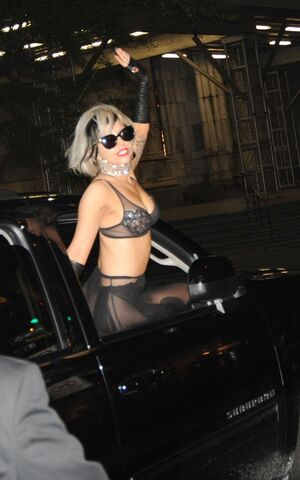 File:5-21-11 Going to SNL Afterparty 002.jpg
